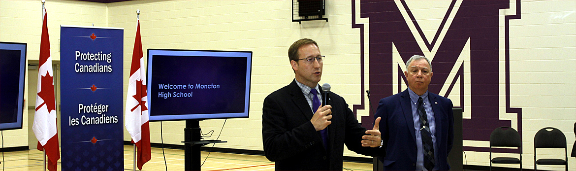 Minister Peter MacKay and Parliamentary Secretary Robert Goguen meet with local high school students to discuss cyberbullying
